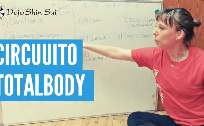 In questo primo video Valeria ti farà vedere un circuito di allenamento total body che potrai fare tranquillamente a casa tua senza bisogno di nessuna attrezzatura.